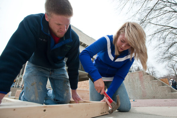 Photo of Habitat for Humanity volunteers on Library mall